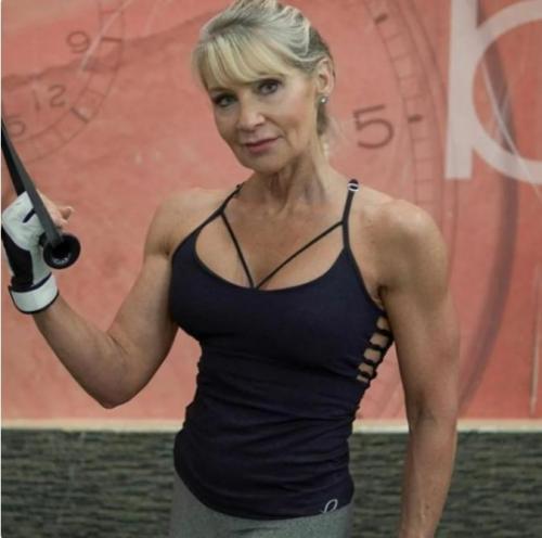 62 летняя бабушка — образец для подражания женщинам 40 лет и старше. Показываю, как можно и нужно выглядеть в 62 года